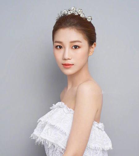7款气质优雅新娘礼服盘发发型图片欣赏
