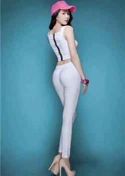 街拍:身材好的美女不妨试试紧身裤