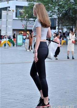 街拍:丰臀紧身运动裤裤美女,高挑宽腚好身材!