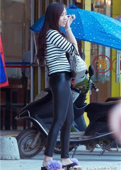 街拍紧身皮裤大女孩